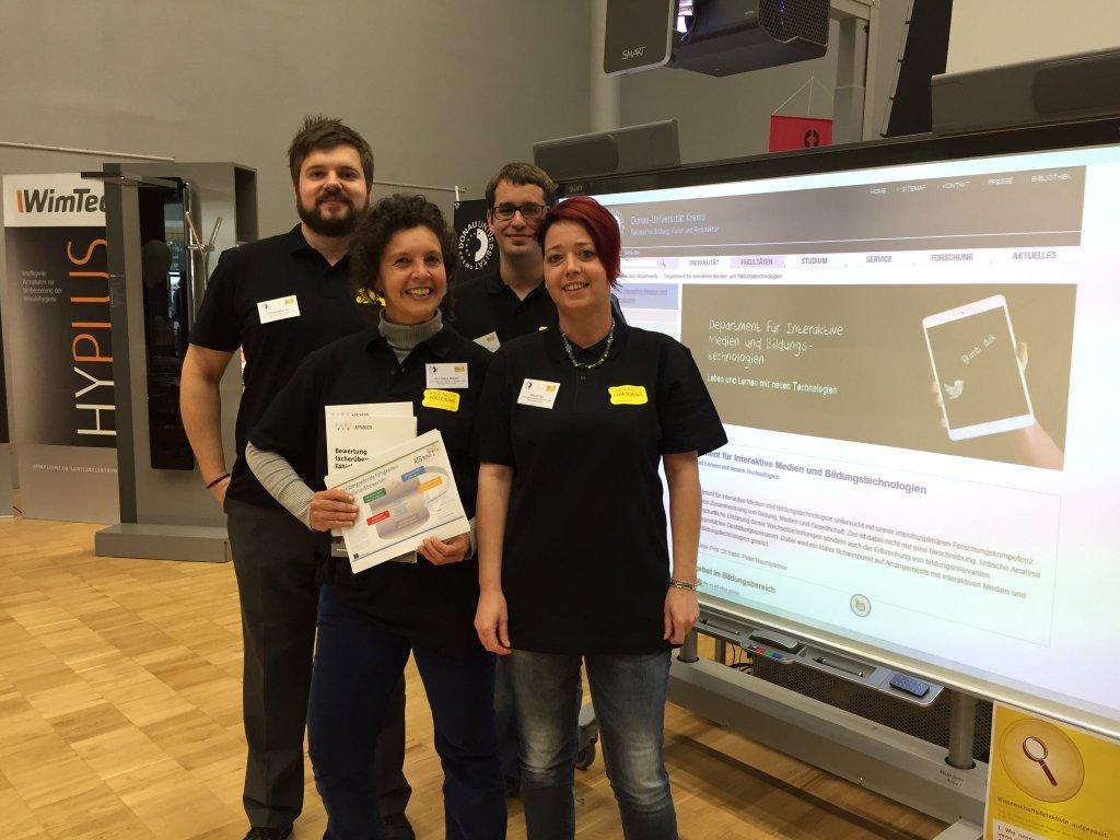 22.4.2016: Das Team des Departments für Interaktive Medien und Bildungstechnologien bei der Langen Nacht der Forschung an der Donau-Universität Krems